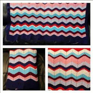 🎁NEW Handcrafted Crochet Blanket w/ Navy Scallop